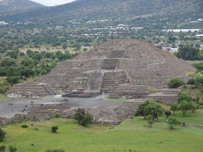 MoonPyramid1
